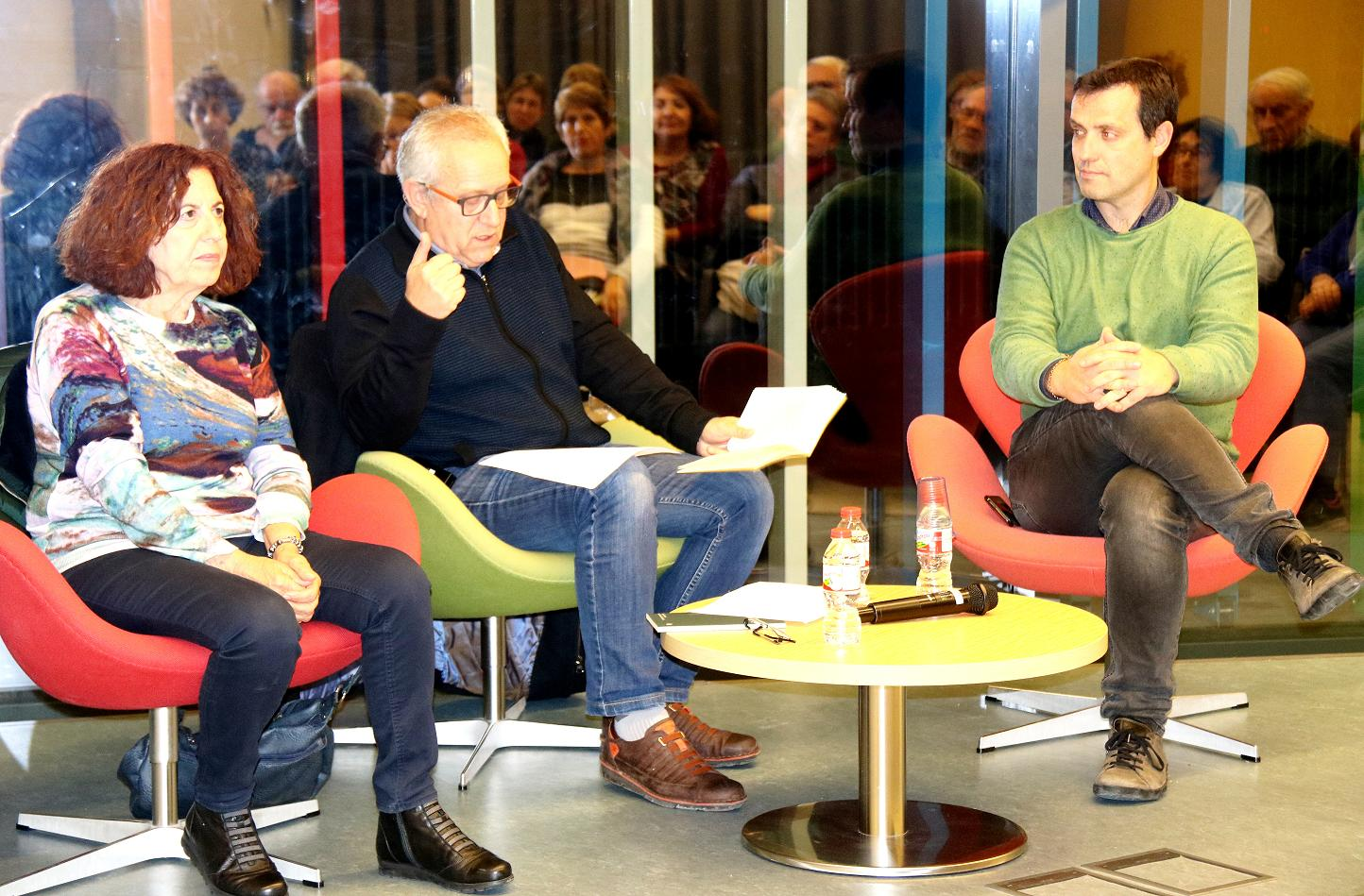 L'autora, el presentador i el regidor de Cultura de Martorell. Foto: Jaume Monés